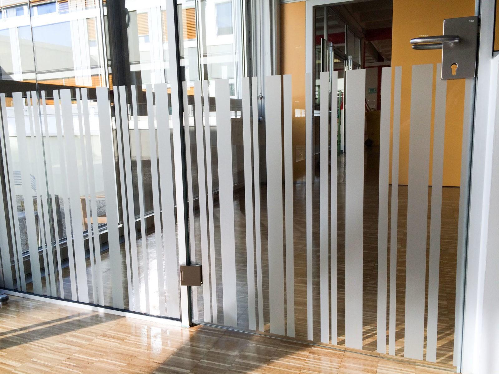 Schule in Hard Glasfolierung