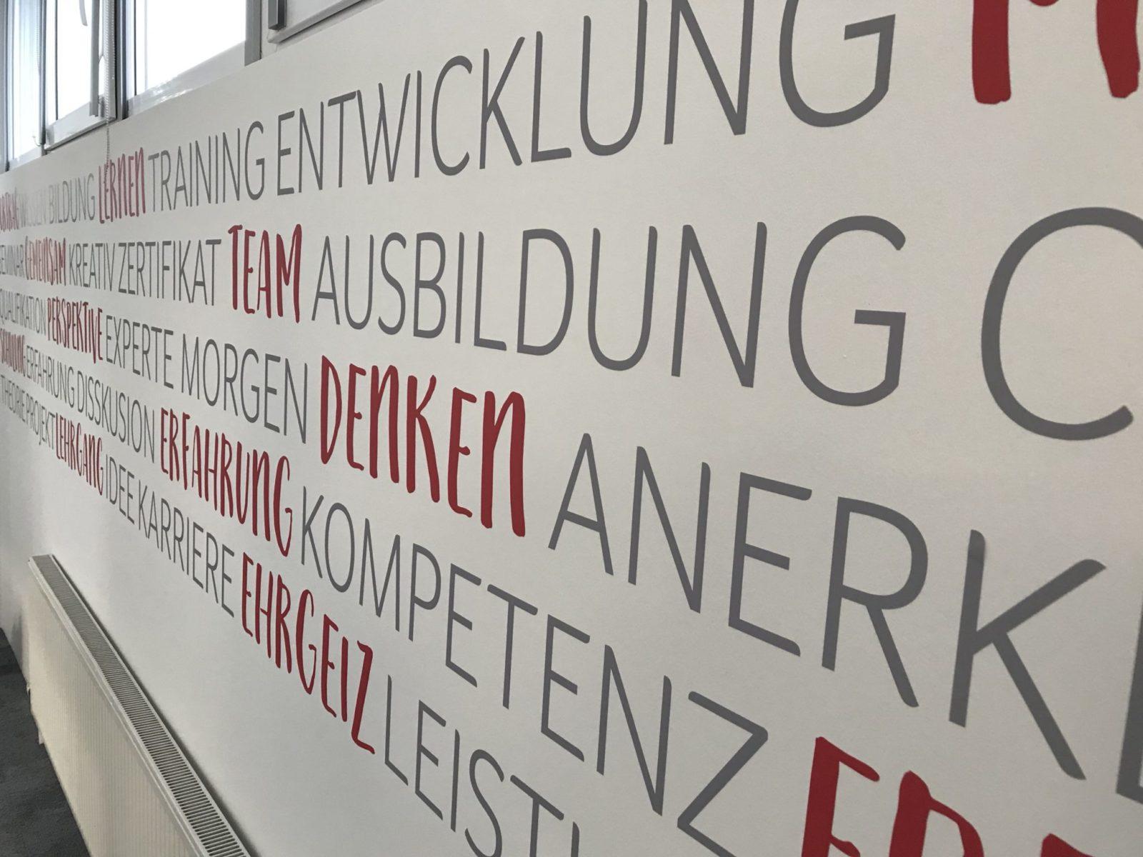 Sonderfolierung Wandgestaltung TGÖ Akademie