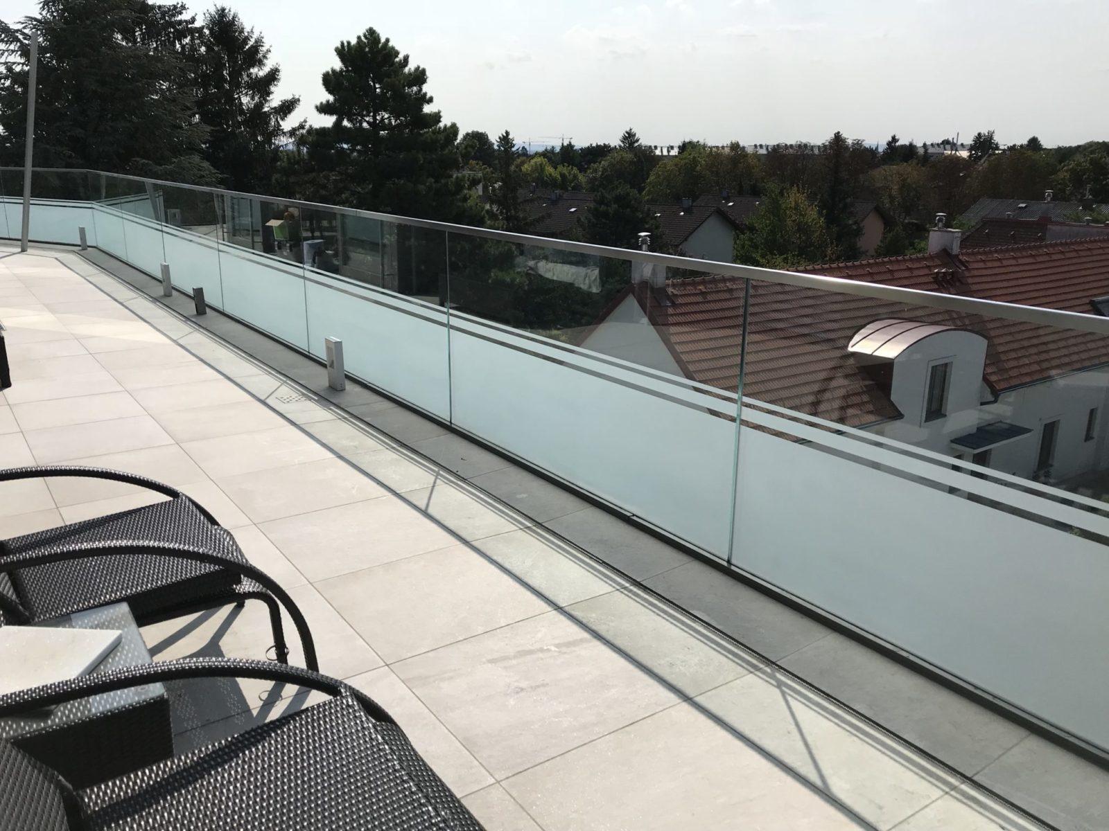 Sichtschutz Glasgeländer Teilbeschichtung