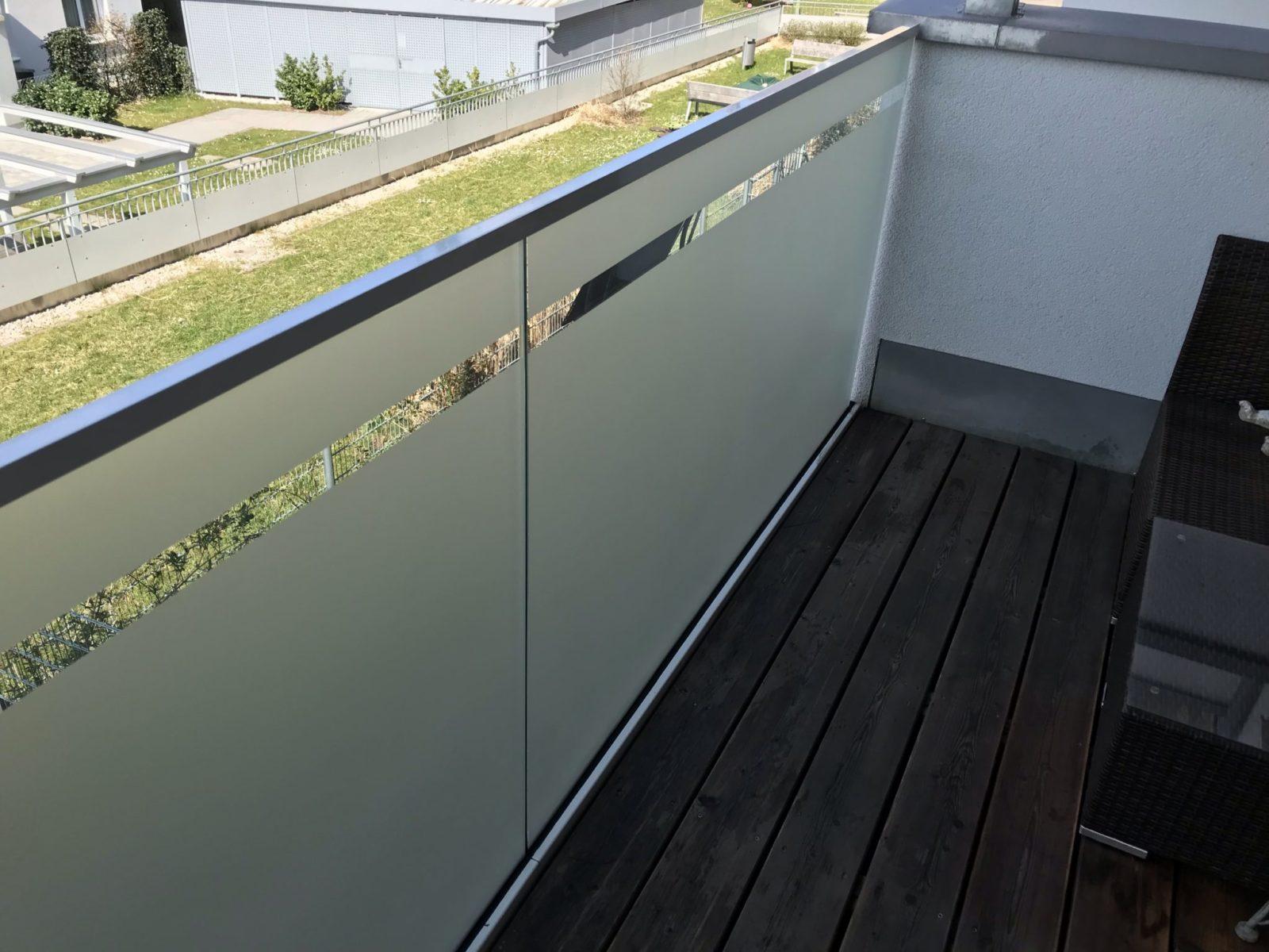 Sichtschutzfolie Balkon Glasgeländer mit Fuge