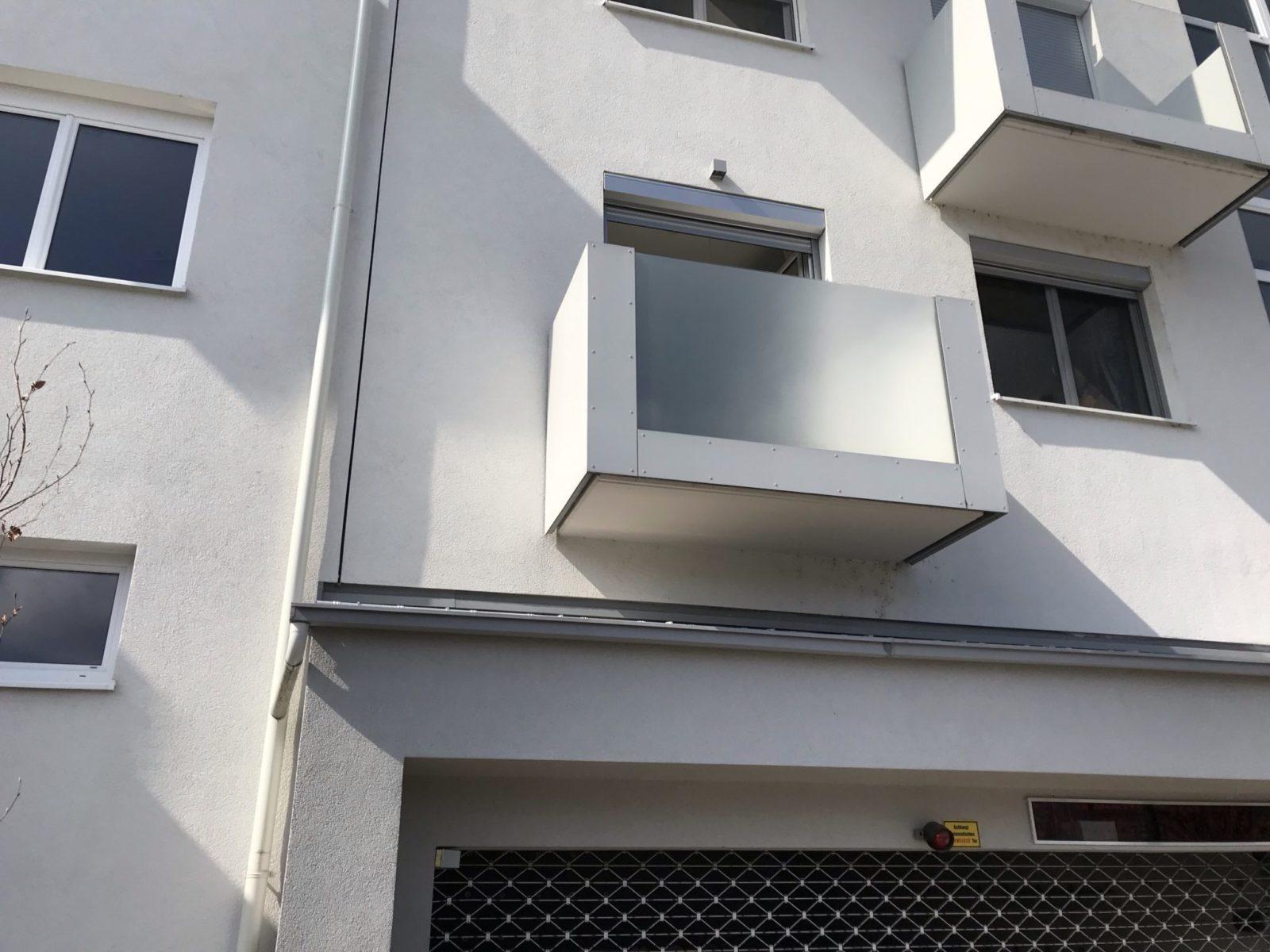 Sichtschutzfolie Balkon Glasgeländer von außen