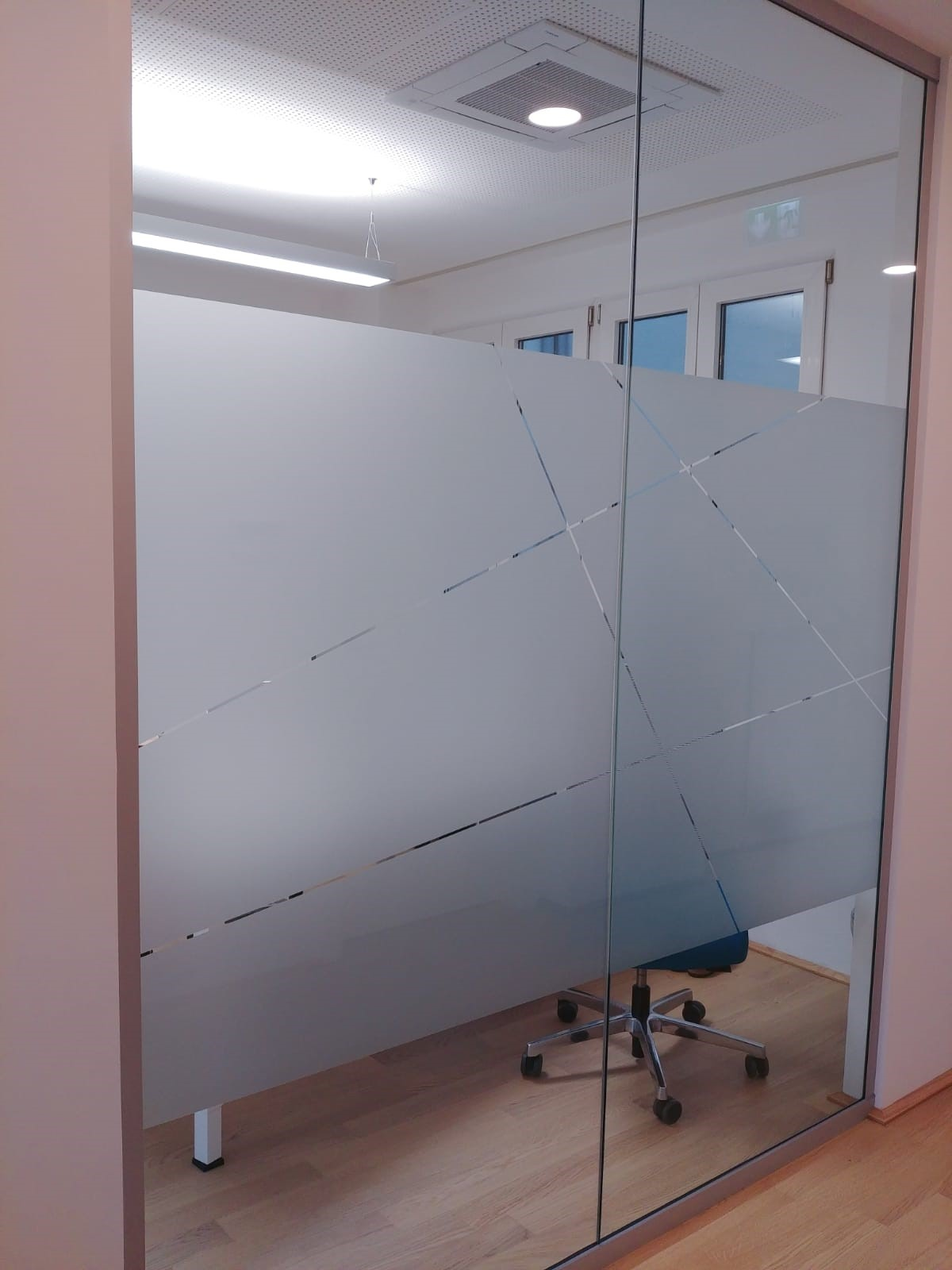 Milchglasfolie auf Glas mit Sichtschutz