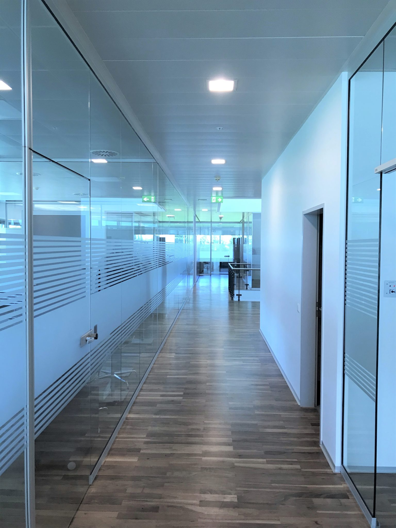 Sichtschutzfolie Gang Büro